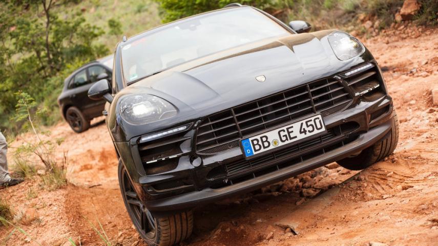 Mercedes-Benz GLC 63 vs Porsche Macan